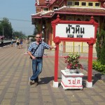 Autor Uwe Klemm am Bahnhof in Hua Hin